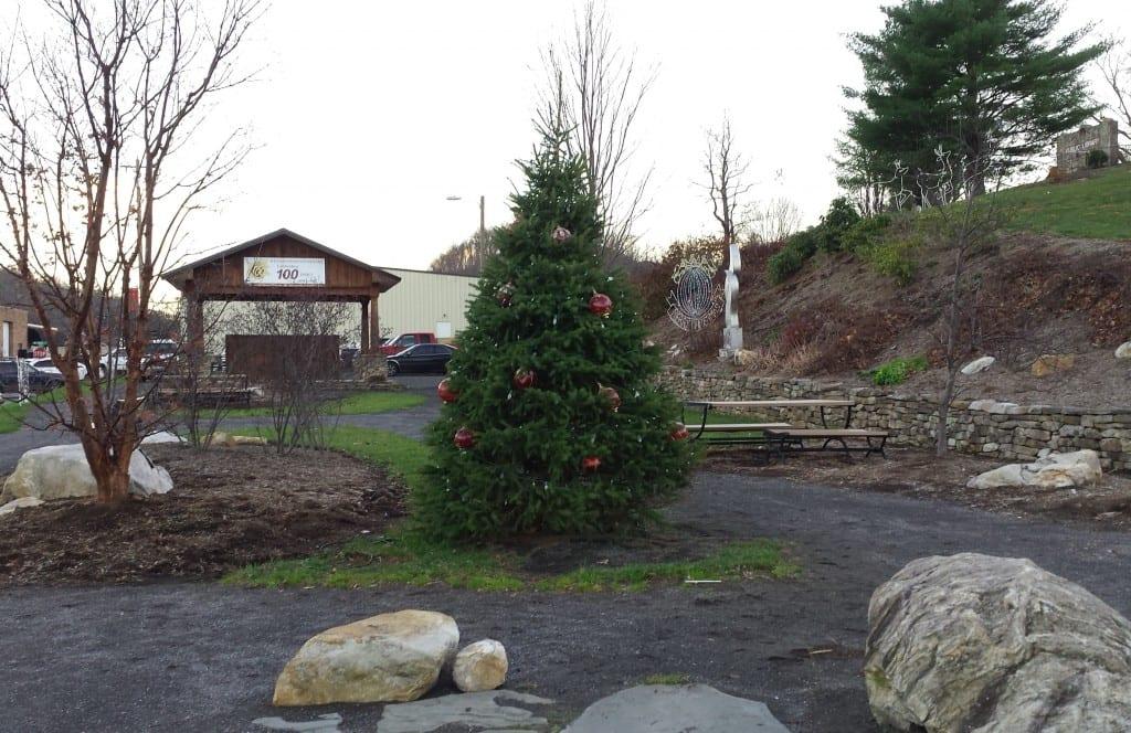 Christmas Tree Lighting Backstreet Park